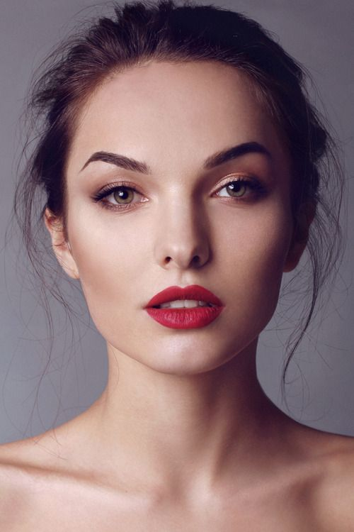 simple makeup red lips