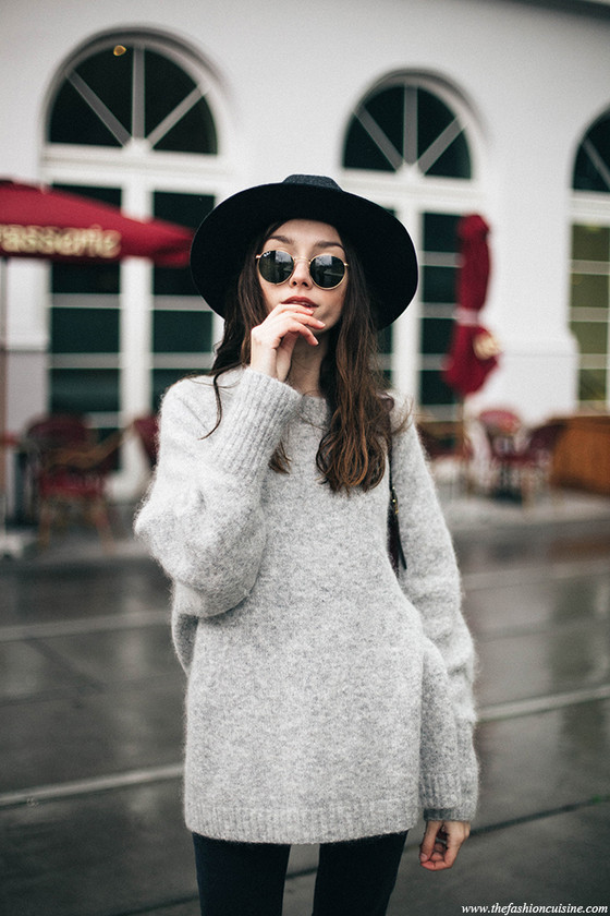 Brixton Liv fedora hat ray ban sunglasses HM trend grey mohair oversized sweater Asos ripped knee mom jeans effortless winter outfit