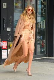 Το glamorous look της Gigi Hadid είναι ίσως ένα από τα ωραιότερα total nude  σύνολα που είδαμε ποτέ. 9ebd0ce85b8